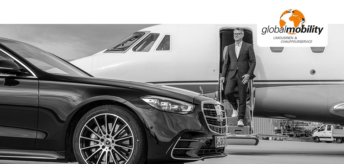Schwarze Limousine vor einem Flugzeug