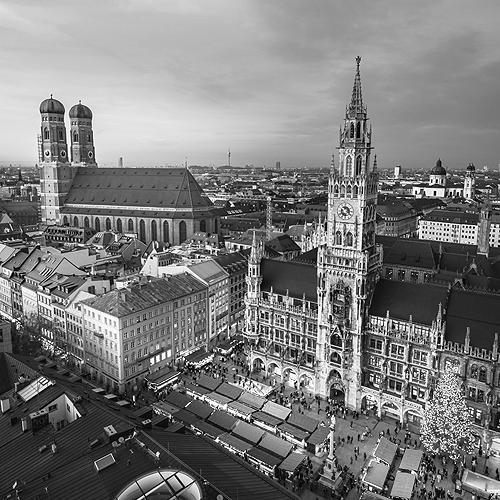 Stadtansicht München mit Rathausplatz und Frauenkirche